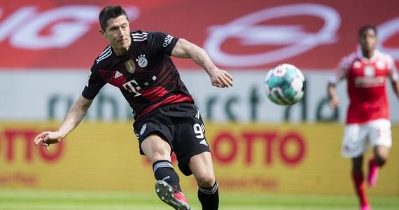 Bayern Monachium, którego piłkarzem jest Robert Lewandowski, zapewnił sobie dziewiąty z rzędu tytuł mistrza Niemiec. Stało się to jeszcze przed rozpoczęciem sobotniego meczu 32. kolejki z Borussią Moenchengladbach, dzięki porażce wicelidera RB Lipsk z Borussią Dortmund 2:3.