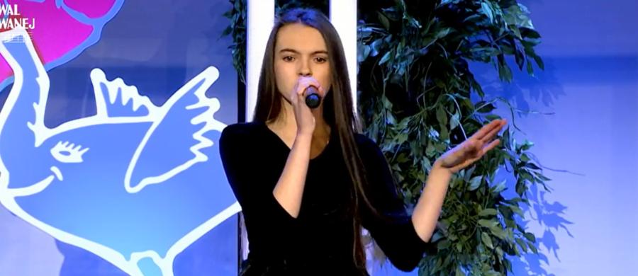 """Na scenie Konstancińskiego Domu Kultury """"Hugonówka"""" odbył się dzisiaj półfinał 16. Festiwalu Zaczarowanej Piosenki. Z grona 31 wykonawców jurorzy wyłonili dwanaścioro finalistów."""