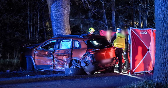 Dwaj motocykliści zginęli na miejscu wypadku, do którego doszło w sobotę wieczorem w Aleksandrowie Łódzkim. Pasażerka jednego z jednośladów zmarła w szpitalu.