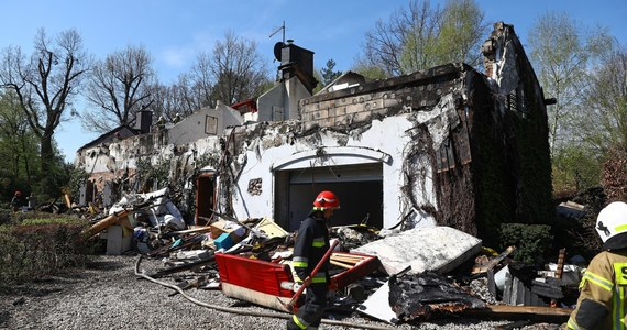 Trwa dogaszanie pożaru, który wybuchł w nocy z sobotę na niedzielę w dworku w Wólce Radzymińskiej na Mazowszu. Nie ma osób poszkodowanych.