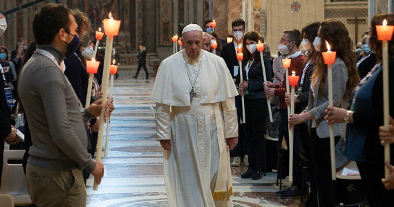 """Papież Franciszek zaapelował w niedzielę o położenie kresu przemocy w Jerozolimie, gdzie od kilku dni trwają starcia między palestyńskimi demonstrantami i izraelską policją. """"Dosyć starć""""- wezwał papież."""