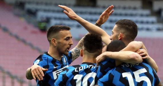 Inter Mediolan sportowo w tym sezonie odniósł sukces i sięgnął po raz pierwszy od 11 lat po mistrzostwo Włoch, ale finansowo nadal nie wiedzie mu się najlepiej. Władze klubu chcą poprosić piłkarzy oraz sztab szkoleniowy o zrezygnowanie przez dwa miesiące z pensji.