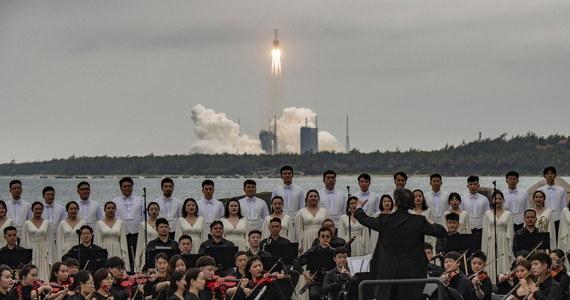 Amerykańska agencja kosmiczna NASA skrytykowała Chiny za nieprzestrzeganie standardów odpowiedzialnego postępowania w przestrzeni kosmicznej. Organizacja uczyniła to po tym, jak szczątki rakiety nośnej Długi Marsz 5B spadły w niedzielę do Oceanu Indyjskiego w pobliżu Malediwów.