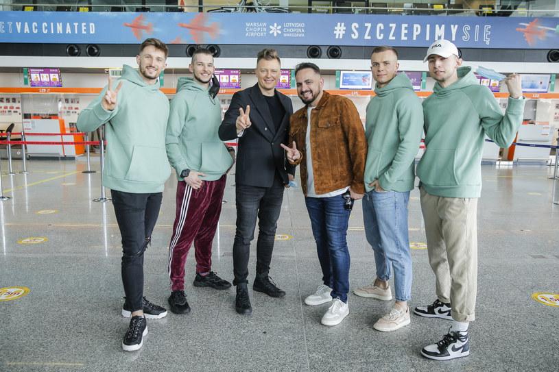 Znamy już pełny skład eurowizyjnej ekipy Rafała Brzozowskiego, która towarzyszyć mu będzie na scenie w Rotterdamie. Wszyscy są już na miejscu, gdzie w poniedziałek rozpoczynają się próby.