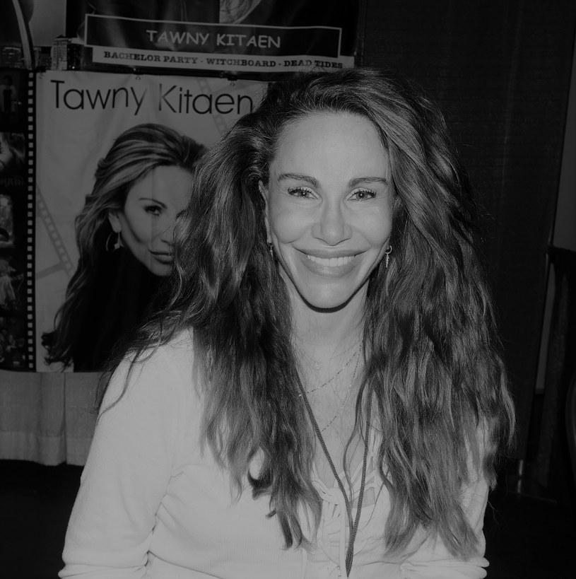 """Tawny Kitaen zmarła 7 maja w swoim domu w Newport Beach w Kalifornii. Aktorka i modelka, znana z ról w serialach Senfield"""" i """"Herkules"""" oraz udziału w teledyskach zespołu Whitesnake, miała 59 lat. O jej śmierci poinformował """"The New York Times""""."""