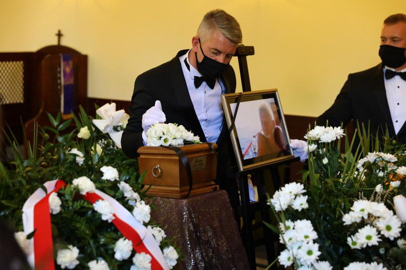 W poniedziałek o godz. 13:00 na Cmentarzu Podgórskim w Krakowie odbyło się ostatnie pożegnanie Bronisława Cieślaka. Na pogrzebie aktora pojawiła się najbliższa rodzina artysty, politycy oraz tłumy krakowian.