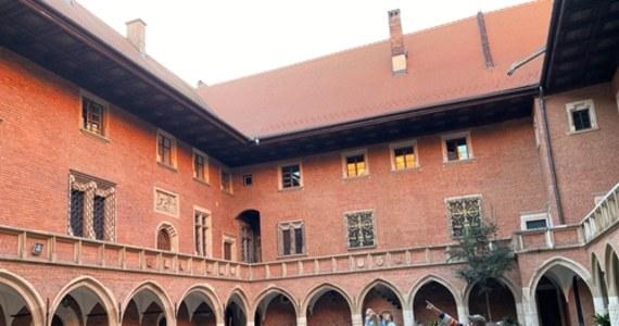 Uniwersytet Jagielloński (UJ) zajął najwyższe miejsce spośród polskich uczelni w międzynarodowym rankingu Round University Ranking (RUR). Pierwsze na liście znalazły się uczelnie amerykańskie, zwyciężył Uniwersytet Harvarda.