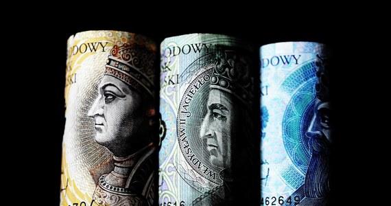 W zeszłym roku, tak jak w poprzednich, najlepiej płacono w branży informatycznej. Według nowego raportu, średnia pensja w 2020 roku wynosiła tam 9200 złotych brutto, czyli 6600 złotych na rękę. Inne, nowsze dane sugerują jednak, że na szczycie listy najlepiej płacących branż nastąpiła właśnie zmiana.