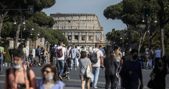 """""""Między końcem czerwca a początkiem lipca we Włoszech będzie zero zgonów na Covid-19"""" - oznajmił we wtorek wiceminister zdrowia Pierpaolo Sileri. Jego zdaniem dzięki szczepieniom sytuacja wkrótce będzie taka, jak w Wielkiej Brytanii."""