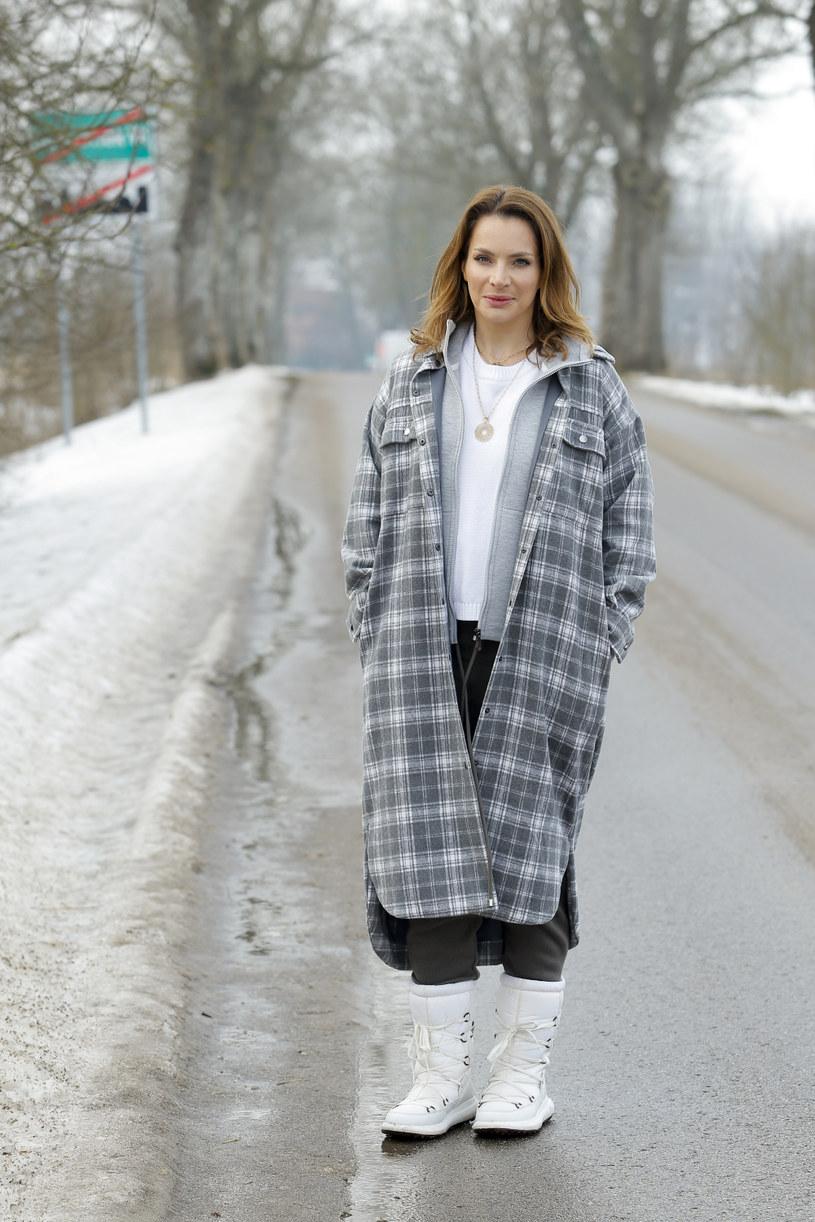 """Anna Dereszowska zachęca swoich fanów na Instagramie do tego, by sprawdzali """"poziom zanieczyszczeń powietrza w najbliższym otoczeniu"""". Skłoniło ją do tego osobiste doświadczenie. Gdy bowiem ona zaczęła monitorować stan powietrza w swojej okolicy, okazało się, że urokliwa, zalesiona dzielnica, którą wybrała do życia jest najgorszą, na jaką mogła trafić."""