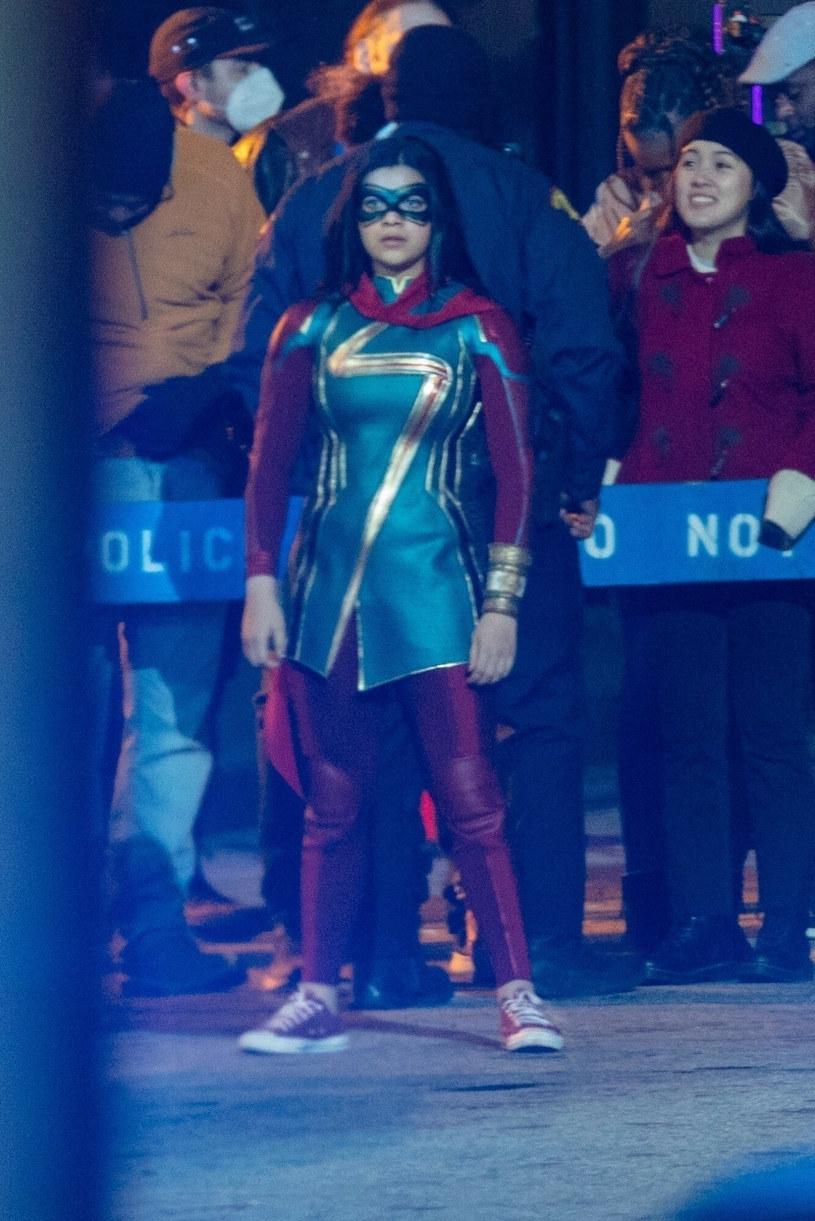 """Studia Disneya i Marvela ukończyły już prace na planie serialu """"Ms. Marvel"""". Tytułową bohaterką tej produkcji jest pierwsza muzułmańska superbohaterka Marvela, znana w """"cywilu"""" jako Kamala Khan. Jak informuje portal """"Variety"""", zdjęcia do serialu kończono w Tajlandii, a w jego obsadzie znajdą się głównie aktorzy i aktorki azjatyckiego pochodzenia."""