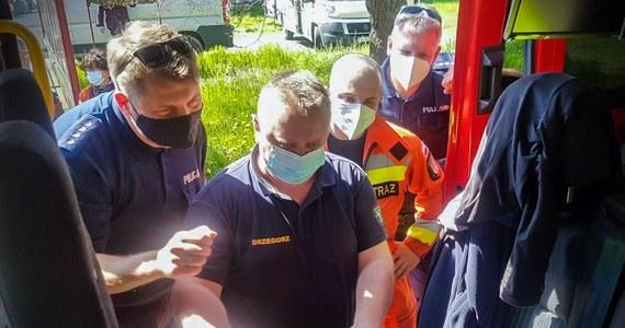 Trzecia doba poszukiwań 13- i 15-latka ze wsi Ledno w Lubuskiem nie przyniosła rezultatu. W akcji brało udział ponad 200 osób - policjantów, strażaków, żołnierzy WOT i mieszkańców. Chłopcy ostatni raz byli widziani w poniedziałek po południu. Tego dnia wieczorem zaniepokojone rodziny nastolatków zgłosiły ich zaginięcie. W piątek rano poszukiwania zostaną wznowione.