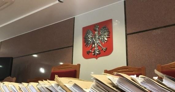 Sąd Okręgowy Warszawa-Praga skazał w czwartek Tomasza J., oskarżonego o pobicie muzyka Roberta Brylewskiego i przyczynienie się do jego śmierci. Sąd wymierzył mu karę 13 lat pozbawienia wolności. Oskarżonego nie było na sali podczas ogłaszania wyroku.
