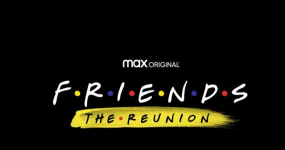 """W sieci pojawił się oficjalny teaser """"Friends: The Reunion"""". Długo oczekiwany odcinek specjalny """"Przyjaciół"""" będzie miał premierę 27 maja na platformie HBO Max. Wystąpi w nim cała serialowa szóstka z oryginału. Ale jak podaje filmowy Deadline, będzie mnóstwo gości specjalnych - wśród nich Justin Bieber, Lady Gaga i David Beckham."""