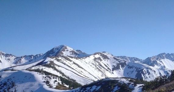 Pogoda w weekend nie będzie sprzyjała górskim wedrówkom. W Tatrach trzeba spodziewać się opadów deszczu, nawet śniegu - ostrzega ratownik dyżurny TOPR Krzysztof Długopolski.