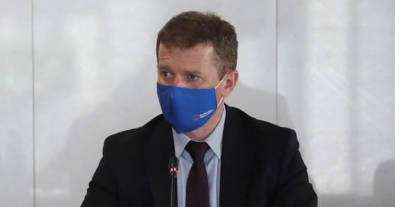 Zarząd Krajowy PO podjął decyzję o usunięciu z partii dwóch posłów Pawła Zalewskiego i Ireneusza Rasia. Obaj w ostatnich dniach krytykowali kierownictwo Platformy Obywatelskiej. Byli także sygnatariuszami listu, w którym znalazł się m.in. apel o zmiany w partii.