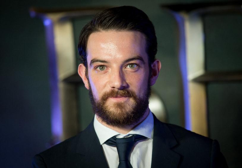 """Znany z serii filmów """"Fantastyczne zwierzęta"""" szkocki aktor Kevin Guthrie został skazany na trzy lata więzienia za napaść seksualną, jakiej dopuścił się we wrześniu 2017 roku w Glasgow."""