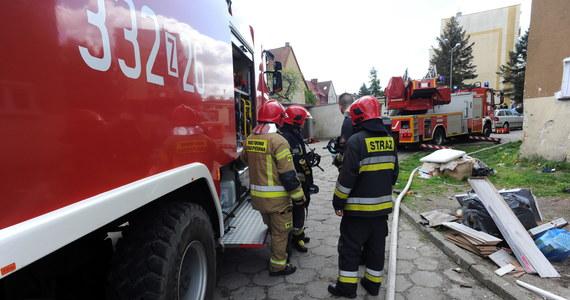 Dwie osoby zginęły w pożarze w budynku socjalnym przy ul. Lechickiej w Koszalinie. Większość lokatorów może wrócić do mieszkań.