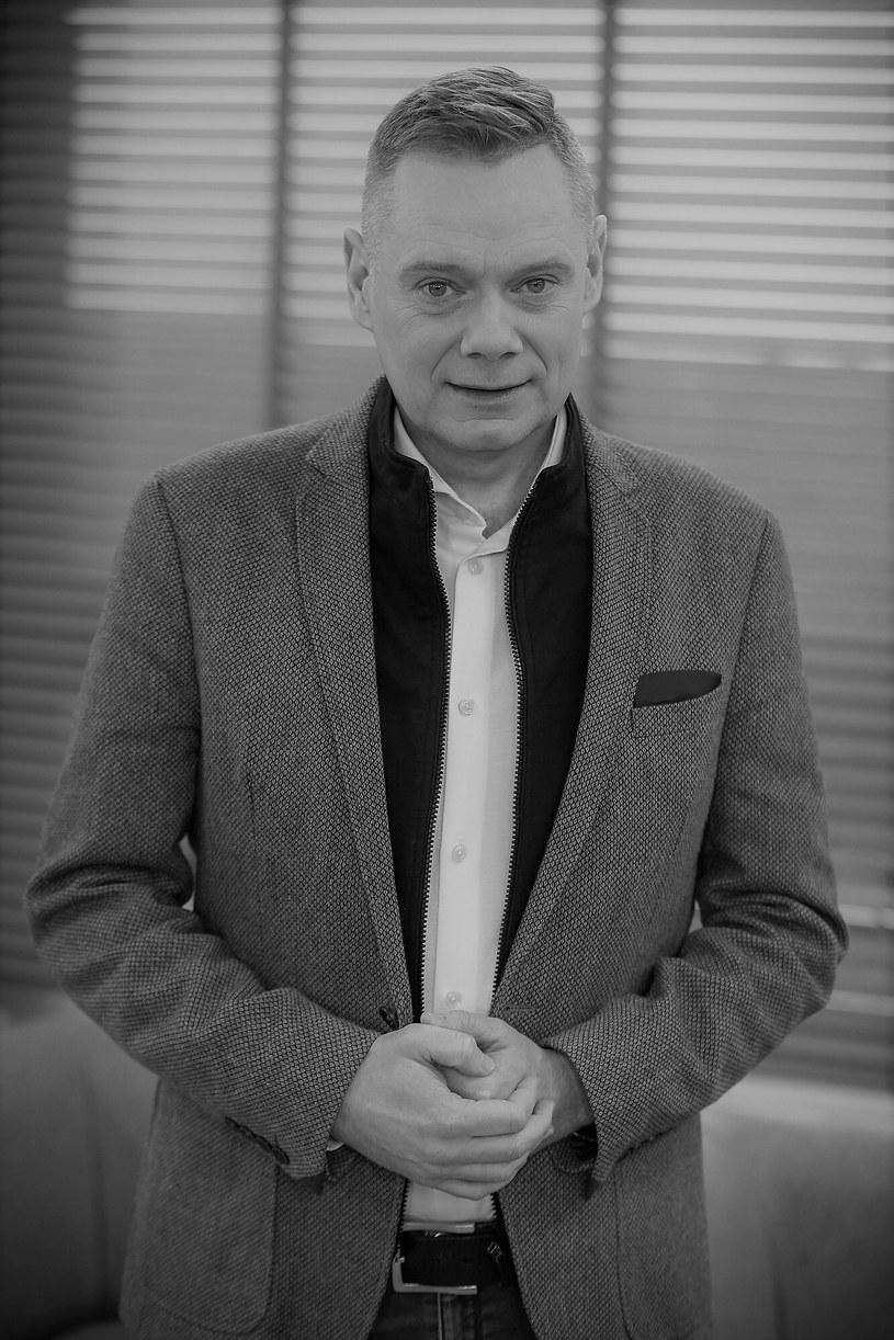 Zmarł Rafał Poniatowski, wieloletni dziennikarz TVN i TVN24; od kilku lat walczył z nowotworem. O jego śmierci poinformowała stacja TVN24 na swojej stronie internetowej.