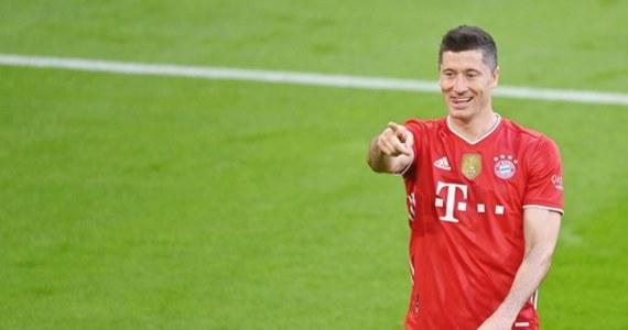 Robert Lewandowski po raz kolejny udowodnił, że jest jednym z najlepszych napastników na świecie! Polski zawodnik wyrównał rekord Gerda Müllera i zdobył 40 bramek w jednym sezonie. Spotkanie Bayernu Monachium z Freiburgiem zakończyło się wynikiem 2:2.