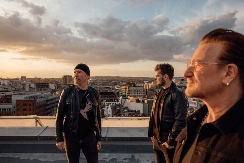"""Wiadomo już, że oficjalnym hymnem UEFA EURO 2020 został utwór """"We Are the People"""" Martina Garrixa, Bono i The Edge. Piosenka, która ma zjednoczyć ludzi, powstawała trzy lata, a jej premiera musiała zostać przełożona ze względu na wybuch pandemii. Mimo to ekscytacja uznawanego wielokrotnie za najlepszego na świecie DJ-a utrzymuje się dzisiaj na tym samym poziomie."""