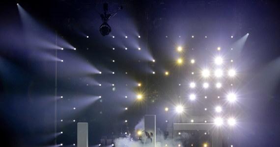 W polskiej delegacji na tegoroczny Konkurs Piosenki Eurowizji stwierdzono zakażenie koronawirusem - poinformował w sobotę organizator tego wydarzenia, Europejska Unia Nadawców. Cała delegacja, łącznie z polskim kandydatem Rafałem Brzozowskim, nie będzie mogła tym samym uczestniczyć w jutrzejszej ceremonii otwarcia.