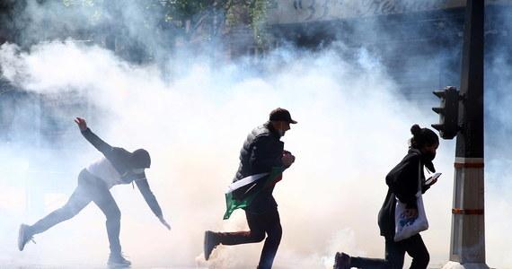 Podczas sobotniej manifestacji propalestyńskiej w Paryżu, zorganizowanej mimo zakazu władz, doszło do aktów wandalizmu i starć z policją, ale ostatecznie uczestnikom zgromadzenia nie udało się w sobotę sformować prawdziwego pochodu ani dojść do śródmieścia.
