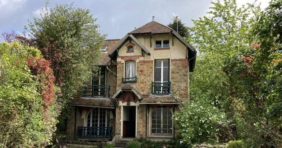 Nie tylko polski rząd chce kupić dom Marii Skłodowskiej-Curie w Saint-Remy-les-Chevreuse pod Paryżem. Francuski korespondent RMF FM Marek Gładysz dowiedział się, że ofertę kupna złożyły już wcześniej co najmniej dwie osoby prywatne. Są one gotowe zapłacić bez negocjacji sumę, której żąda właścicielka: 790 tysięcy euro. W ciągu kilkunastu dni zapadnie prawdopodobnie decyzja, komu zabytkowy dom zostanie sprzedany.