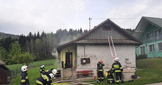 87-letnia kobieta zginęła w pożarze drewnianego domu w Ptaszkowej w Małopolsce. Na razie nie wiadomo, co było przyczyną pojawienia się ognia.