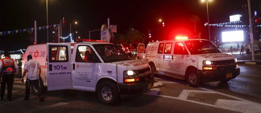 Dwie osoby zginęły, a ponad 150 zostało rannych po zawaleniu się w niedzielę trybuny w wypełnionej ludźmi synagodze w Giwat Zeew na Zachodnim Brzegu Jordanu - podały izraelskie służby medyczne. Do zdarzenia doszło podczas chasydzkich nabożeństw w wigilię święta Szawuot, nazywanego też żydowskimi Zielonymi Świątkami.