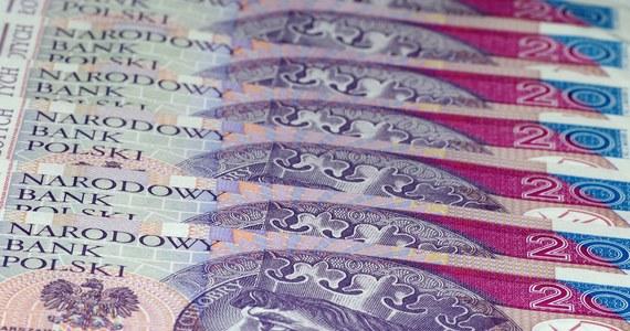 """Wiele propozycji w Polskim Ładzie dzieli Polaków, czego przykładem jest """"rzekoma"""" obniżka podatków, która przyniesie realną korzyść wyłącznie tym, którzy zarabiają do 6 tys. brutto, a uderzy w przedsiębiorców i klasę średnią - ocenił lider PO Borys Budka w """"Rzeczpospolitej""""."""