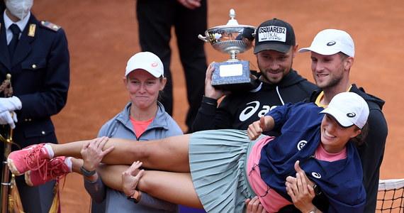 Iga Świątek po raz pierwszy w karierze znalazła się w najlepszej dziesiątce rankingu tenisistek. Po zwycięstwie w turnieju WTA 1000 w Rzymie Polka awansowała z 15. na 9. miejsce. Liderką jest Australijka Ashleigh Barty.