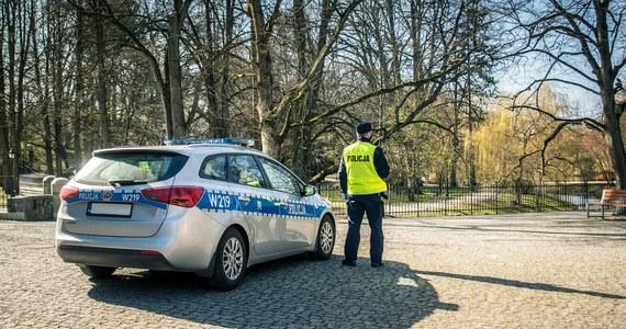 Na trzy miesiące trafił do aresztu 28-latek, który w miniony piątek zgłosił się na komisariat policji na poznańskich Jeżycach, a w jego aucie znaleziono broń. Tego samego dnia antyterroryści w wielkopolskim Licheniu zatrzymali trzech jego kolegów.