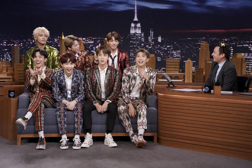"""Wokaliści grupy BTS udzielili wywiadu magazynowi """"Rolling Stone"""". W trakcie rozmowy artyści odnieśli się do komentarzy, w których nazywa się ich niemęskimi. Co odpowiedzieli?"""