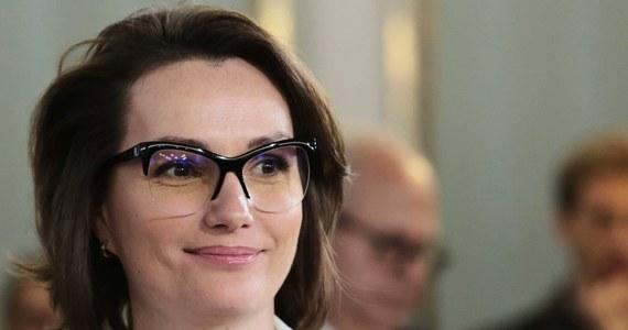 Europosłanka Róża Thun powinna złożyć swój mandat - uważa posłanka Jagna Marczułajtis-Walczak, którą zaskoczyły słowa niedawnej partyjnej koleżanki z PO. Thun poinformowała w poniedziałek o odejściu z partii i upubliczniła krytyczny wobec PO list.