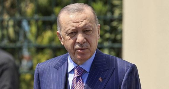"""Prezydent Turcji Recep Tayyip Erdogan w poniedziałkowej rozmowie z papieżem Franciszkiem zaapelował o nałożenie sankcji na Izrael, by powstrzymać """"masakrę"""" Palestyńczyków - przekazało jego biuro. Od 10 maja w konflikcie izraelsko-palestyńskim zginęło ponad 200 osób."""