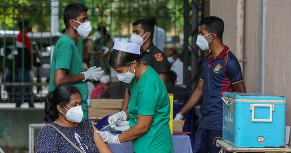 Szczepionki przeciwko Covid-19 koncernów Moderna i Pfizer/BioNTech są skuteczne przeciwko indyjskim wariantom koronawirusa - wynika ze wstępnych laboratoryjnych prac amerykańskich naukowców, których wyniki zostały w poniedziałek upublicznione.