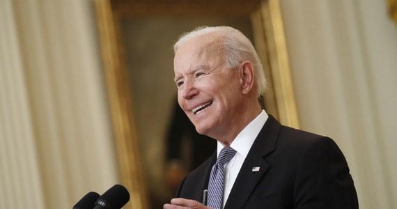 Prezydent USA Joe Biden i pierwsza dama Jill Biden zgłosili spadek dochodów w złożonych zeznaniach podatkowych za rok 2020. Oznacza to, jak wskazuje Reuters, powrót do normalnej praktyki ujawniania takich informacji przez amerykańskich przywódców.