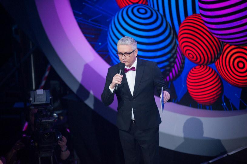 Po raz pierwszy od wielu lat podczas transmisji Eurowizji w TVP nie usłyszymy Artura Orzecha. To efekt jego sporu ze stacją. Tegorocznymi komentatorami są Marek Sierocki i Aleksander Sikora.