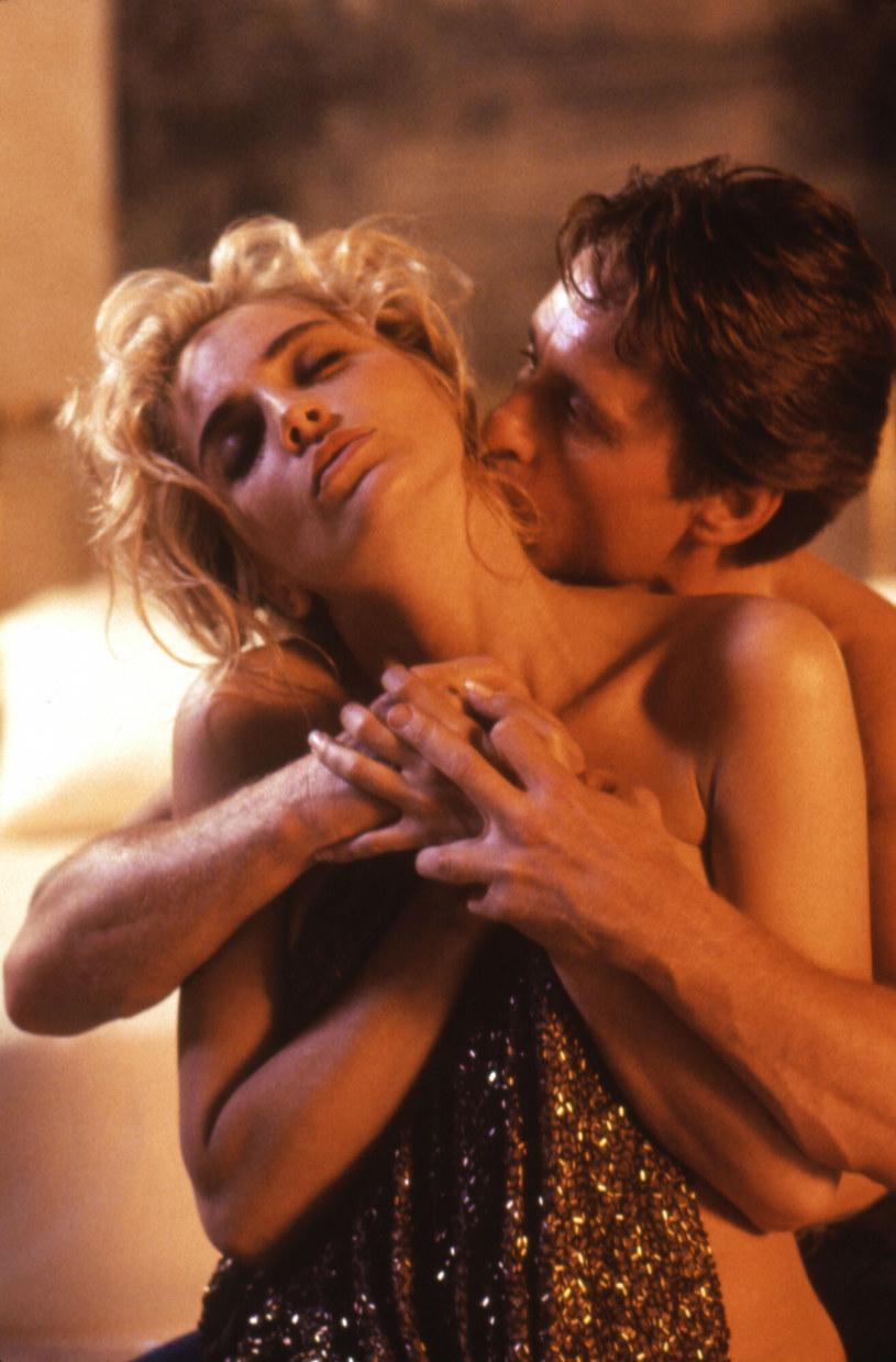 """Sharon Stone wyjawiła, że z okazji 30. rocznicy premiery """"Nagiego instynktu"""", która wypada w 2022 r., planowana jest premiera reżyserskiej, niecenzurowanej wersji tego filmu. Aktorka jest przeciwniczką tego przedsięwzięcia, ale nie ma możliwości, by go zablokować."""