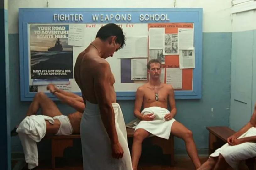 """35 lat od premiery """"Top Gun"""" Tony'ego Scotta stał się klasykiem kina akcji. Film był katapultą do światowej kariery 24-letniego Toma Cruise'a i wywołał lawinę zgłoszeń do armii. Obraz z biegiem lat zyskał jeszcze jedną etykietę: """"najbardziej gejowskiego filmu, jaki kiedykolwiek powstał"""". Co na to jego producent?"""