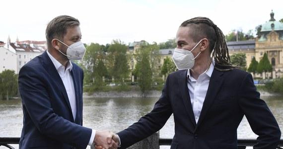 Typowana na zwycięzcę w wyborach parlamentarnych koalicja Czeskiej Partii Piratów (Piraci) i ruchu Burmistrzowie i Niezależni (STAN) w opublikowanym we wtorek programie wyborczym między innymi zamierza doprowadzić do przyjęcia euro i zaakceptowania małżeństw jednopłciowych.