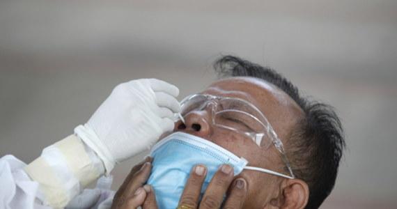 """Nowy test wykrywający wirusa SARS-CoV-2 w próbce śliny może dać dokładny wynik w mniej niż 30 minut - informuje """"Nature Communications""""."""
