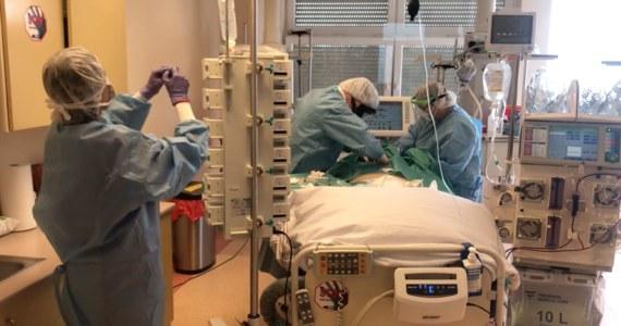 W ciągu ostatniej doby zmarło 329 pacjentów chorych na Covid-19. Odnotowano również 2 344 nowe zakażenia koronawirusem - poinformowało w najnowszym raporcie Ministerstwo Zdrowia.