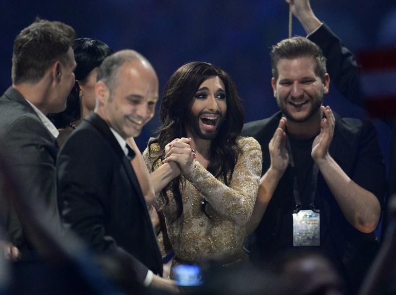 Podczas trwającej obecnie w Rotterdamie Eurowizji organizatorzy przypominają uczestników poprzednich edycji. Nic więc dziwnego, że wzrosło zainteresowanie wokół Conchity Wurst, sensacyjnego zwycięzcy konkursu z 2014 r.