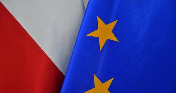 Znamy treść wstępu, który ma poprzedzić ustawę o ratyfikacji unijnego Funduszu Odbudowy. Senatorowie PO, którzy zrezygnowali ze składania poprawek do ustawy ratyfikacyjnej, w otwierającej ją preambule starają się zagwarantować wydatkowanie unijnych środków w oparciu o zasady sprawiedliwości, transparentności i praworządności.