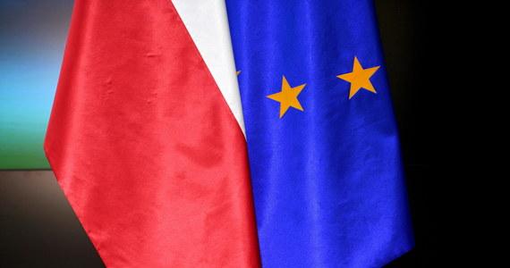 Połączone senackie komisje Budżetu i Finansów Publicznych oraz Spraw Zagranicznych i Unii Europejskiej jednogłośnie poparły ustawę, która wyraża zgodę na ratyfikację decyzji o zwiększeniu zasobów własnych UE. Wcześniej do ustawy została przyjęta poprawka, w postaci preambuły, zgłoszona przez kluby KO i PSL.