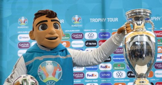 Choć w kalendarzu 2021, to mamy Euro 2020. Ze względu na pandemię zaplanowane na ubiegły rok mistrzostwa Europy w piłce nożnej trzeba było przełożyć. Jak wygląda terminarz Euro 2020 - turnieju rozgrywanego w 2021? Sprawdź.