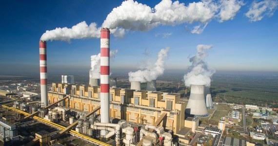 """""""Awaria energetyczna w Elektrowni Bełchatów powinna spowodować ponowne sprawdzenie procedur"""" - przekonuje w rozmowie z RMF FM pełnomocnik rządu do spraw cyberbezpieczeństwa minister Marek Zagórski. Przedwczoraj po usterce w stacji elektroenergetycznej Rogowiec nastąpiło automatyczne wyłączenie 10 bloków w elektrowni."""