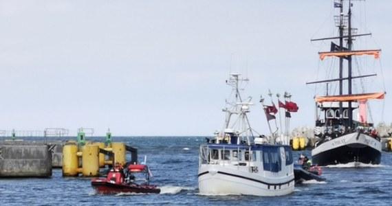 Akcja poszukiwawcza na Bałtyku. Po 9:00 rano w pobliżu Ustronia Morskiego znaleziono duński kuter, który utknął na mieliźnie 50 metrów od brzegu. Na pokładzie ratownicy nie znaleźli nikogo, podejrzewają, że sternik wypadł za burtę.
